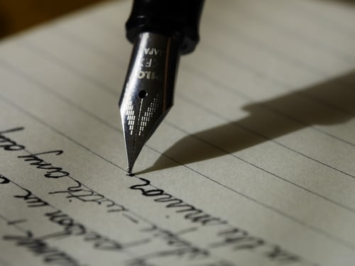 Read more about the article How The Habit Of Reading Help In Writing Good Essays
